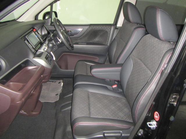 ★フロント ベンチシート★ フロントシートは、ベンチシートタイプ!シート幅があり、ゆったり座れて長距離ドライブに最適です!