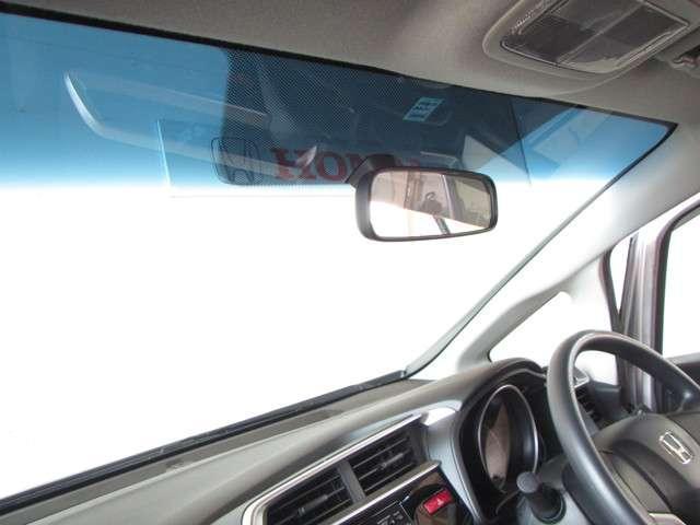 ★大きなフロントガラス★ フロントガラスは、高さと幅があり、視認性が良く、見晴らしがいいので、安心して運転できます。