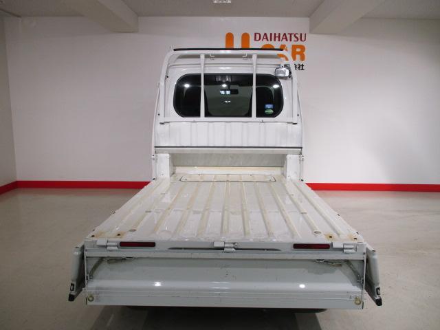 キャビン下までスペースを使えば、長尺物も積めますよ!