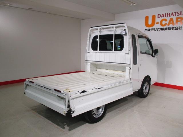 通常のトラックよりはコンパクトですが、十分に使える荷台です。