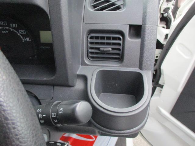 運転席右側にドリンクホルダーがあります。