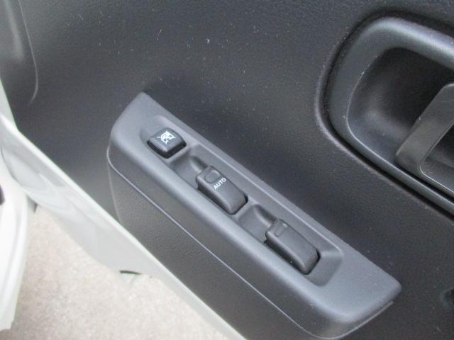 パワーウインドウを装備。助手席窓も運転席から操作できます。