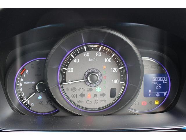 走行中に急ブレーキと判断すると、ブレーキランプの点灯に加え、ハザードランプを高速で点灯させる「エマージェンシーストップシグナル」