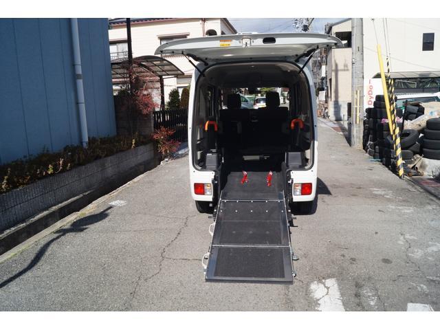 車いす移動車 分割式リヤシート付 レーダーブレーキサポート(2枚目)