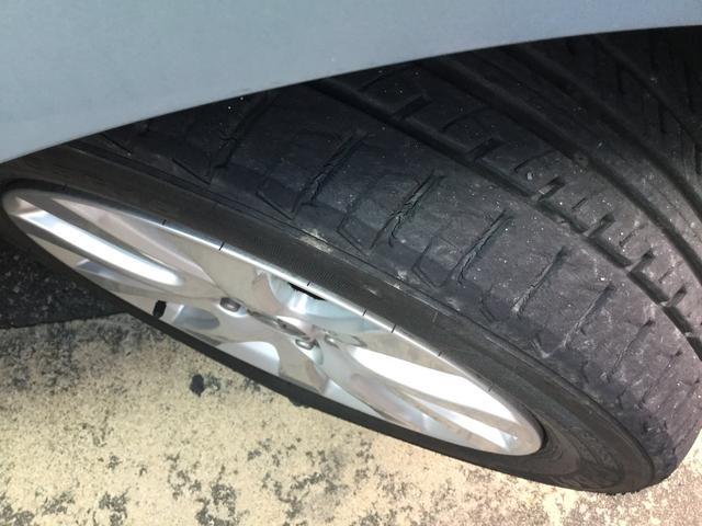 タイヤ残量4〜5分山程度あります。