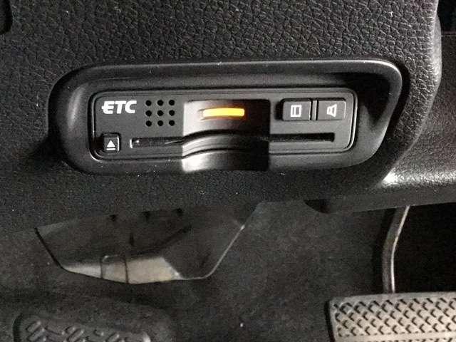 ハイブリッドZ・ホンダセンシング Hondaインターナビ リンクアップフリー 運転席助手席シートヒーター LEDヘッドライトフォグライト 本革シート 17インチAW ルーフレール 運転席8way助手席4wayパワーシート リヤカメラ(15枚目)