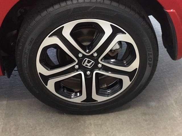 ハイブリッドZ・ホンダセンシング Hondaインターナビ リンクアップフリー 運転席助手席シートヒーター LEDヘッドライトフォグライト 本革シート 17インチAW ルーフレール 運転席8way助手席4wayパワーシート リヤカメラ(19枚目)