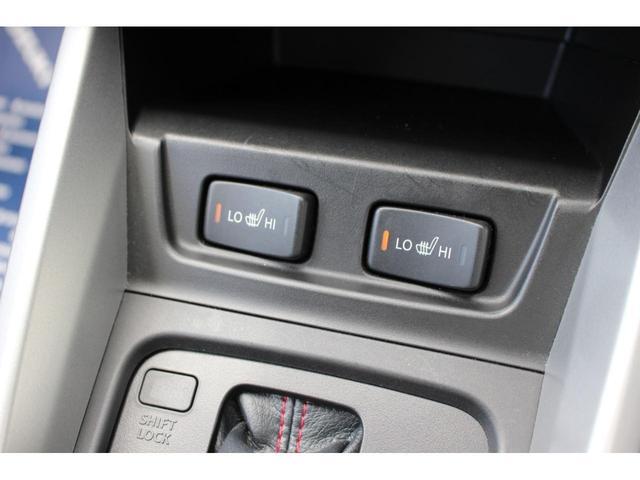 シートヒーターでございます☆このお車は運転席側だけでなく助手席側にも装備されております☆
