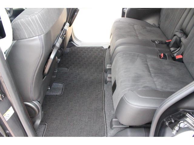 助手席側後ろから☆前席と後席の間はゆったりとスペースお取りしております☆