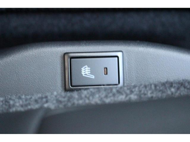冷える季節に嬉しい機能!運転席にシートヒーターが付いているので、これで心も体も温まります…☆