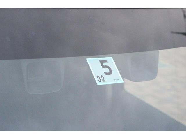 2つのカメラが人にも車にも作動する衝突被害軽減ブレーキ付き!前の車が発車した時に教えてくれる先行車発進お知らせ機能や、車線はみ出し時に警報音が鳴る機能まで!一定の条件があるので詳しくはスタッフまで☆