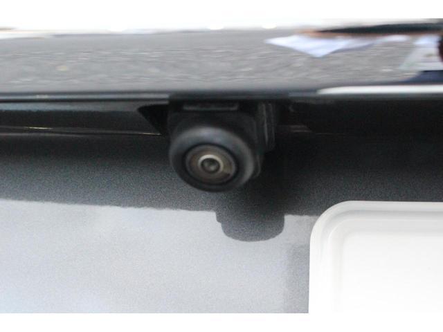 車の前後左右4ヵ所にカメラがついています!対応しているナビを付けることで真上から見ているような映像がナビの画面に映るので駐車が苦手な方にもおすすめです☆