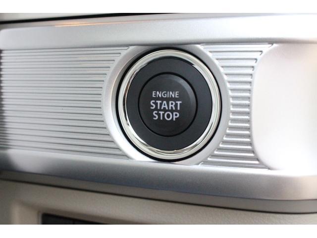鍵を鞄から出す必要なし☆ドアの取手付近のボタンを押すだけで開き、鍵をささずにボタンを押すだけでエンジンをかけたり切ったり出来る便利な機能です♪