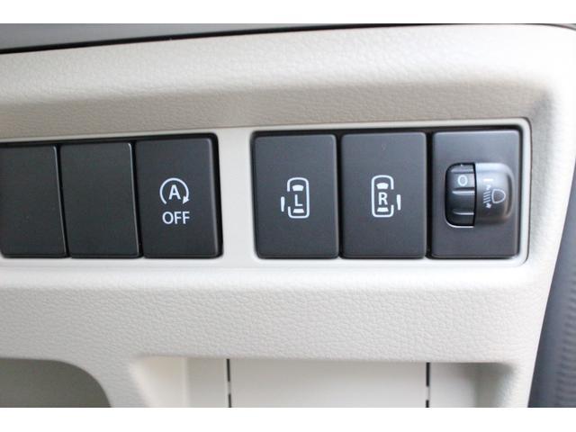 アイドリングストップと後ろのドア両側パワースライドのボタンでございます☆