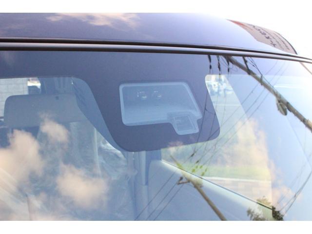 単眼カメラとレーザーレーダーで車も人も検知、衝突を回避または被害を軽減してくれます!先行車発進お知らせ機能や、車線はみ出し時に警報音が鳴る機能まで!一定の条件があるので詳しくはスタッフまで☆
