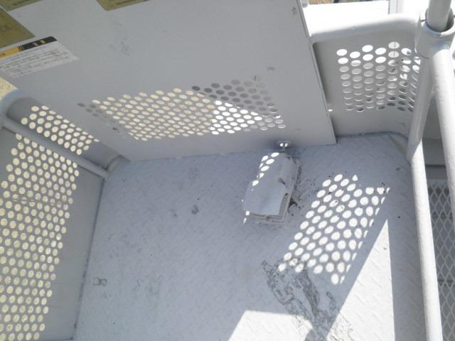 アイチ製12M高床作業車(10枚目)