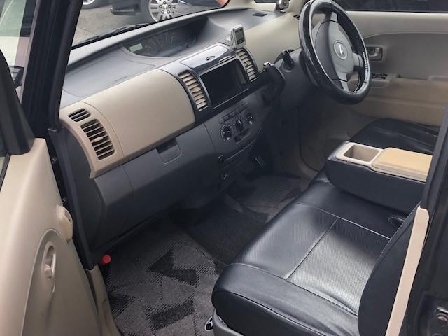 インパネAT車は足元スッキリで使い勝手いいです。