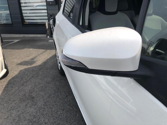 スタイリング面や安全面で効果のあるドアミラーウインカー付き。
