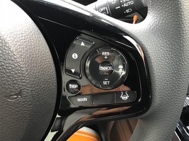 ハンドルにも目立つ傷や擦れは御座いません。目線を大きくそらすことなくボタンの操作を行うことができます。
