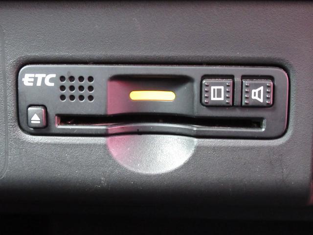今や必需品のETCが付いています!高速道路の料金所をノンストップで通過できます。雨の日や暑い日寒い日に、チケットのやりとりで窓を開けたらせっかくの快適な車内空間が台無しになりますもんね♪