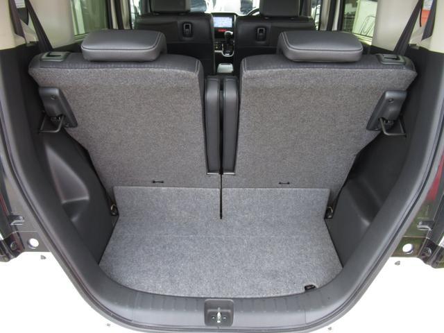 20Lのポリタンクなら4個積める広さの荷室。後席に人が乗っている状態でも、荷物をたっぷり積み込める高さと広さを確保しています。