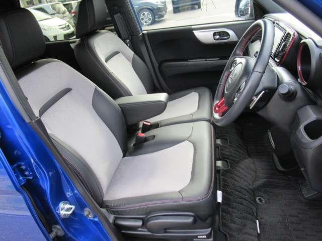 運転席ハイトアジャスターで自分に合った姿勢で運転できるように調整が出来ます。ご家族やお友達とシェアする時に便利ですよね♪