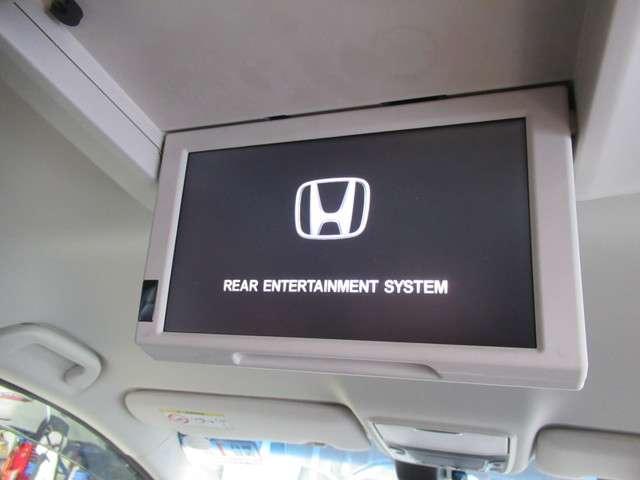 フリップダウンモニター装備で豪華にドライブができますね♪