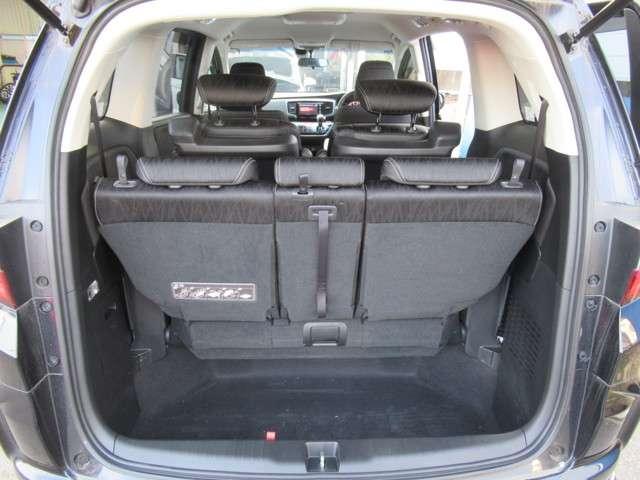 フル乗車時でもゆとりの荷物スペースです。