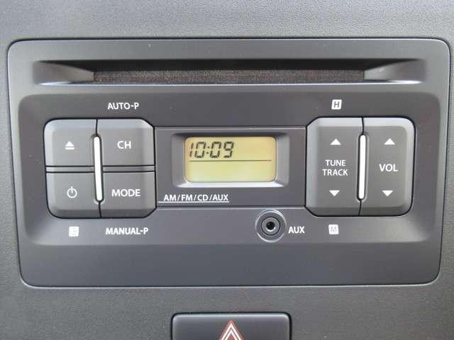 純正CDコンポ付きです。CDやラジオ、AUX接続が可能です♪