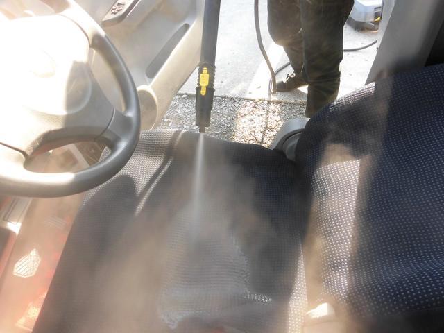 KERCHERの業務用スチームクリーナーで洗剤を使わず高温のスチームで浮かせて落とします。業務用高温スチームで、タバコの匂いや汚れもお任せ下さい。