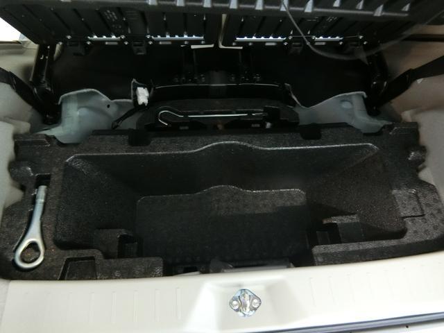 X SAIII 衝突被害軽減ブレーキ 横滑り防止装置 オートマチックハイビーム アイドリングストップ オートライト キーフリーシステム オートエアコン ベンチシート シートヒーター バイザー マット アルミホイール(28枚目)