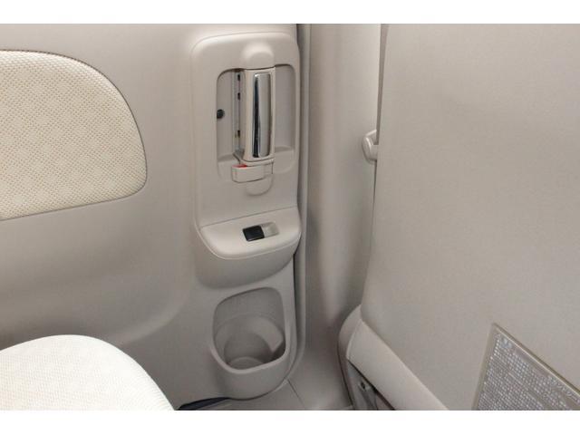 ◆後部座席にもドリンクホルダーが付いてます