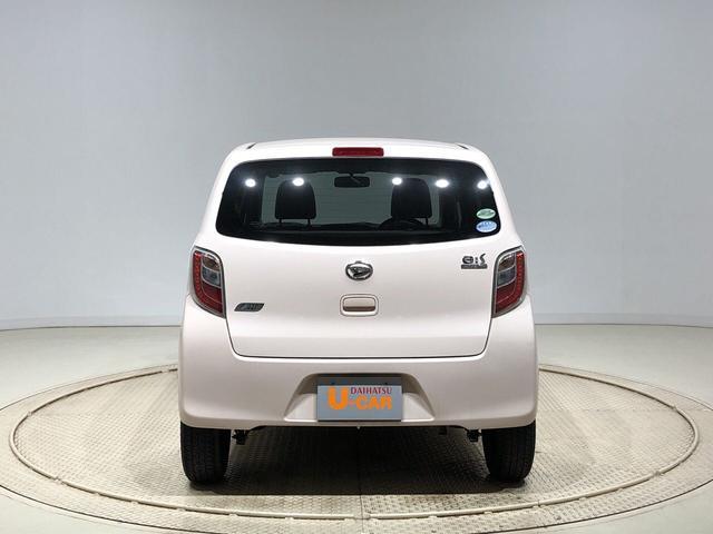 X 純正CDチューナー キ-レス セキュリティーアラ-ム アウトレット中古車 運転席/助手席エアバック マニュアルエアコン 電動格納ドアミラー アイドリングストップ(7枚目)