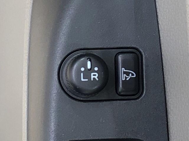 X 純正CDチューナー キ-レス セキュリティーアラ-ム アウトレット中古車 運転席/助手席エアバック マニュアルエアコン 電動格納ドアミラー アイドリングストップ(15枚目)