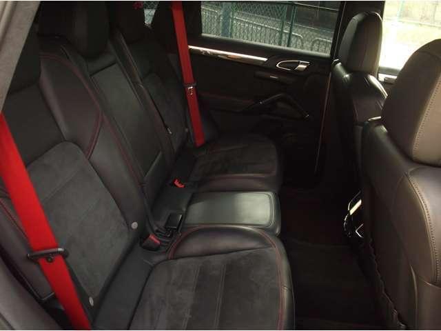 ポルシェ ポルシェ カイエン GTS ティプトロニックS 4WD D車 クロノ インテリア