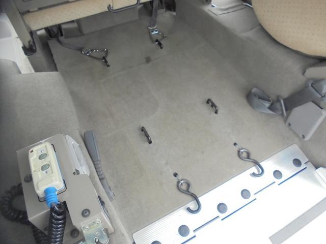 車いす移動車 福祉車両 ABS 社外ナビ 両側スライドドア(16枚目)