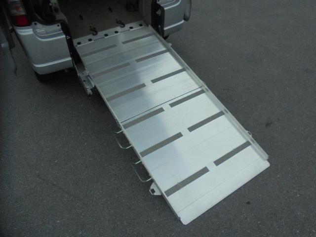 車いす移動車 福祉車両 ABS 社外ナビ 両側スライドドア(17枚目)