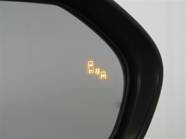 ブラインドスポットモニター:車線変更時にミラーの死角に車がいるとオレンジに光って危険を知らせてくれます。