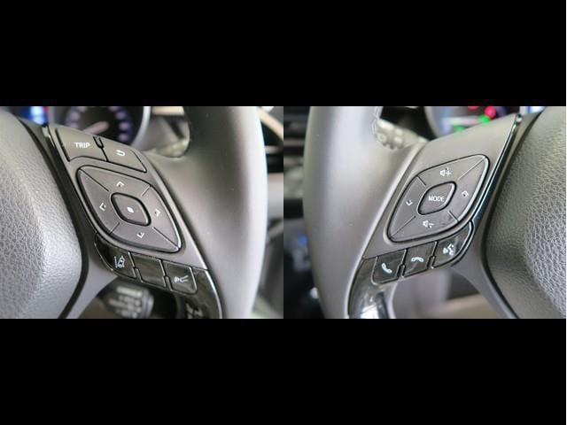 オーディオコントロールやマルチインフォメーションディスプレイの操作を行うステアリングスイッチ。