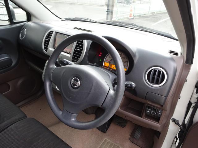 運転席はこんな感じです!!