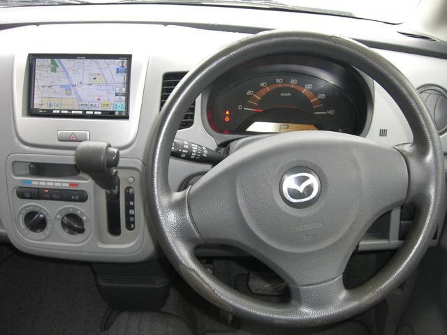 運転席です。キーレス・SDナビ・電動格納ミラー付きです♪