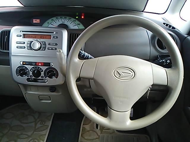 運転席です。キーレス・CDデッキ・ETC・LEDヘッドライト付きです♪