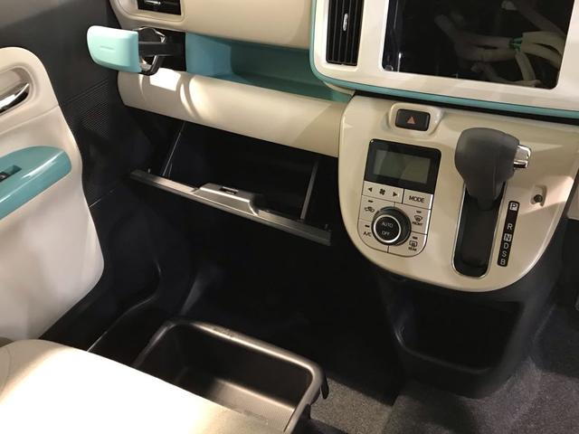 助手席周りには収納スペースがたくさん!なんとシートアンダートレイ付きなので車内がスッキリしますね☆