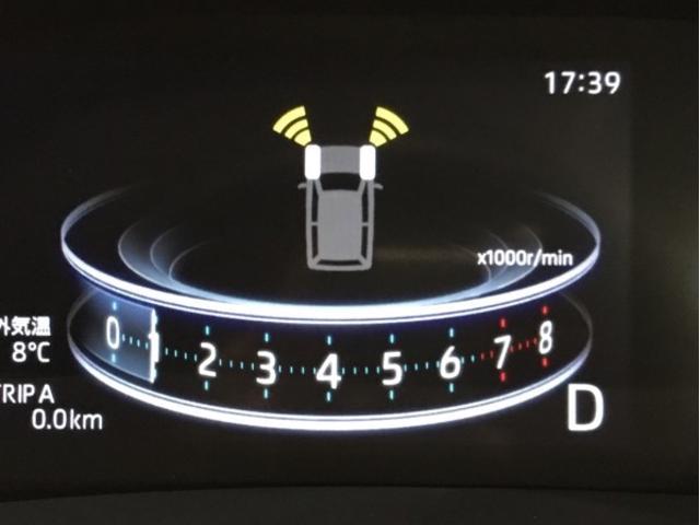 前後のコーナーセンサーが障害物までの距離に応じて警告音を変えて危険をお知らせします。