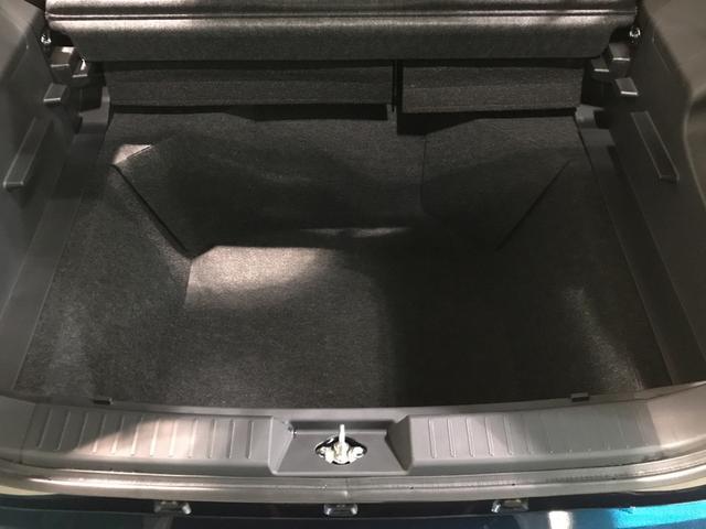 大容量ラゲージアンダーボックス。荷室の使い方の幅が広がります♪