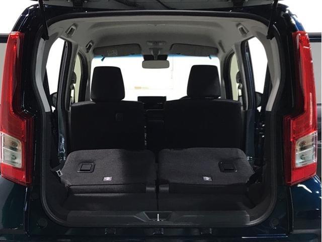 リヤシートを倒すと長さのある荷物の積載も可能です