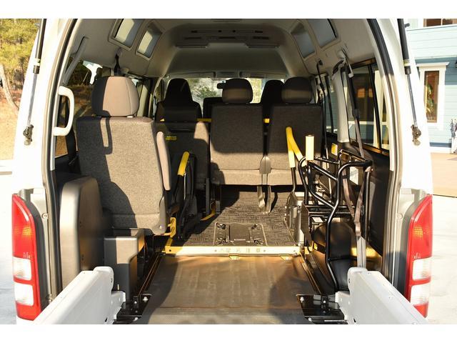 様々なタイプの福祉車両を展示中! スロープタイプ スローパー リアリフト リフター サイドリフトアップシート 運転補助装置 オートステップ 手すり 車いす固定装置(電動 手動) 天窓 フィオレラリフト