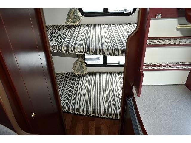人気の常設2段ベット仕様です☆ベット下に荷物なども収納可能となります!