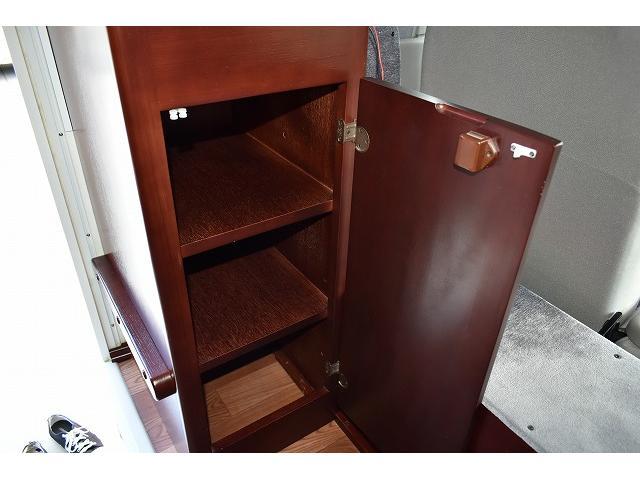 エントランスすぐに靴箱としての収納スペースもあります☆