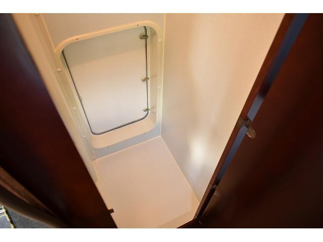 フリールームです☆荷物の収納などにも大活躍しますね☆いざと言う時に便利なポータブルのトイレを置いても良いと思います!